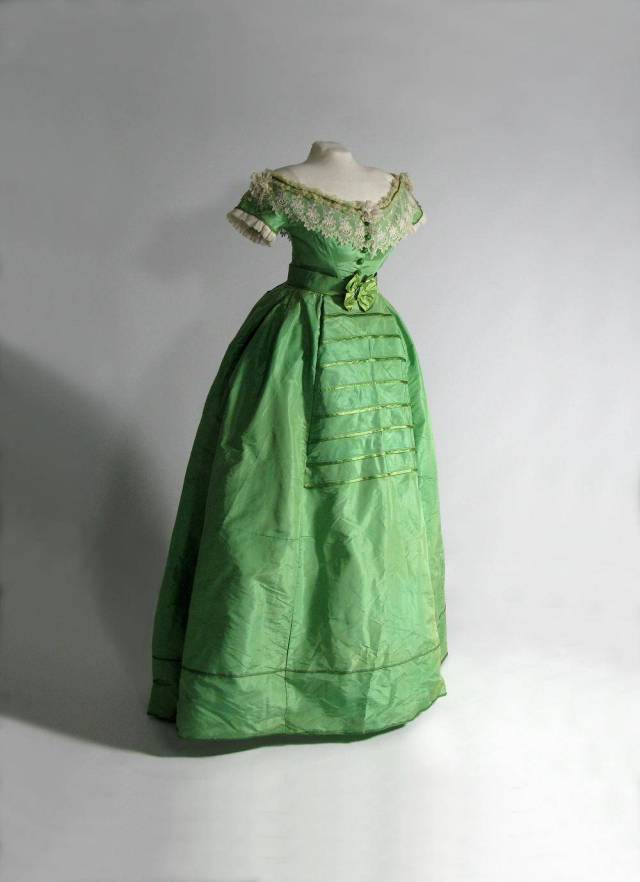 Arsenic Dresses and Mercury Hats - the Pleasures and Perils of Dress